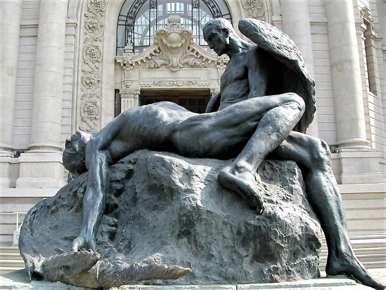 A statue of Daedalus and Icarus. Santiago